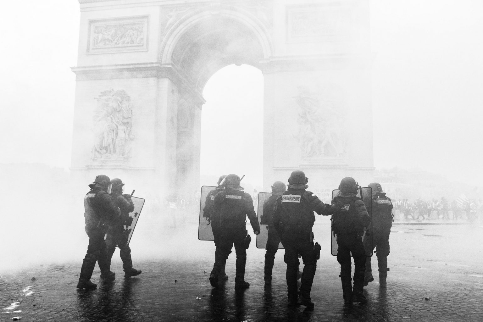 On Sunday, December 1st, there were major clashes in Paris. Hostility began at 8:30 am and diverged in the different axes of the triumphal arch. Barricades, fires, breakages of all kinds, Paris has witnessed a rare degree of violence and insurrection.