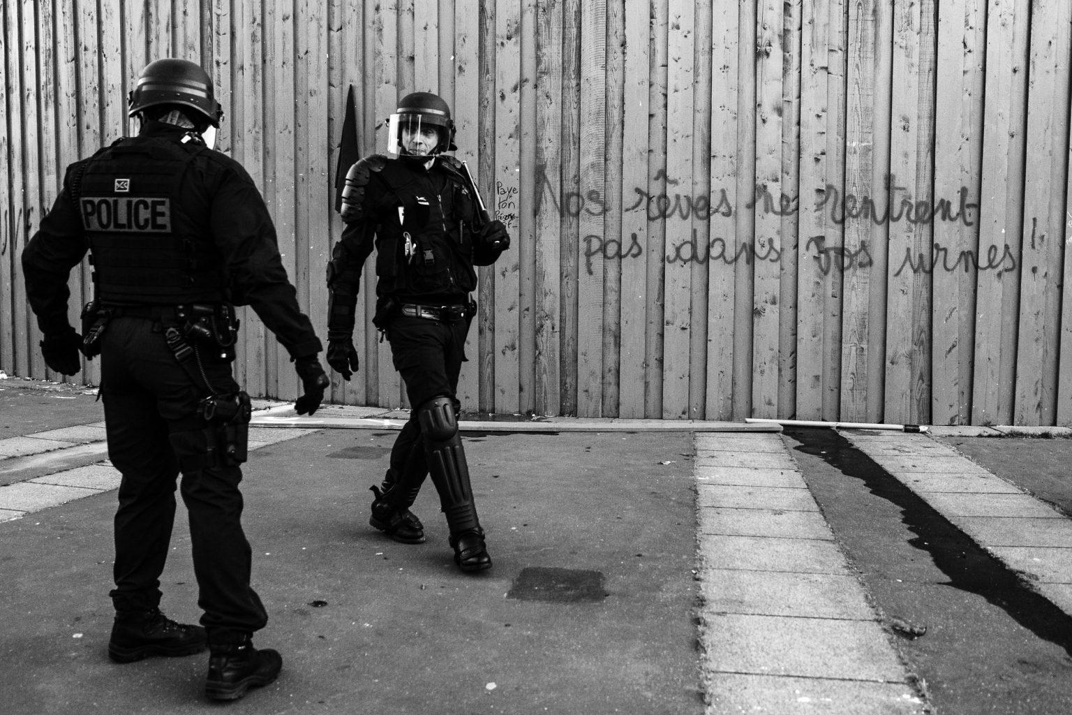 Manifestation sauvage contre le premier tour des elections presiedentielles à Paris